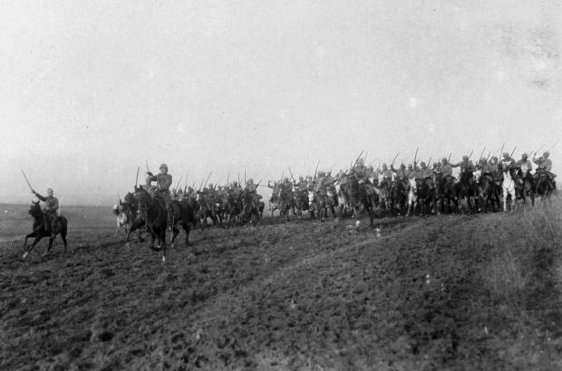 Exercícios de cavalaria turca em frente ao Belenenses, na Turquia, em março de 1917, arquivo nacional
