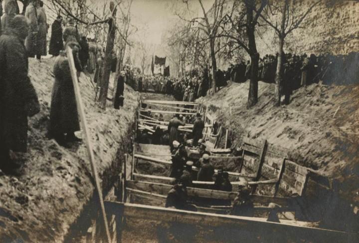 james maxwell pringle, library of congress, covas feitas para os mortos durante a revolução russa, 1917,moscovo