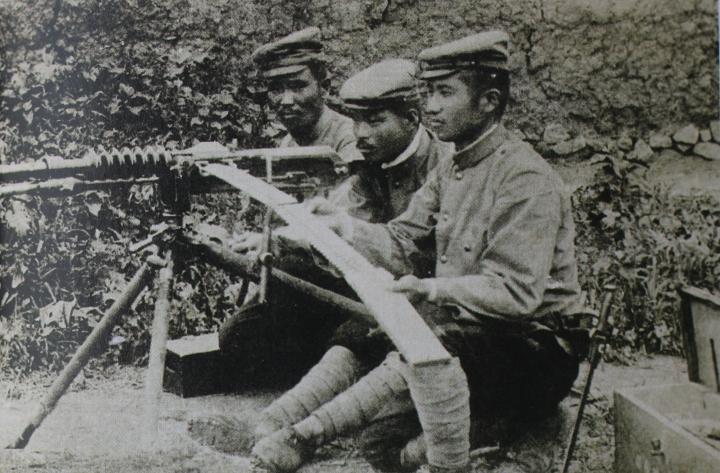 Serventes japoneses de metralhadora.