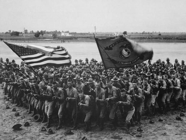 soldados americanos em material de publicidade para recrutamento. Flickr. U.S. National Archives