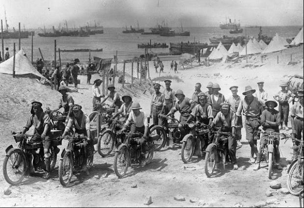soldados britânicos em 1915 antes da batalha de galípoli