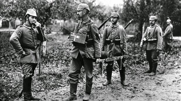 www.sempreatualizados.net.soldado alemão usando telefone de campanha