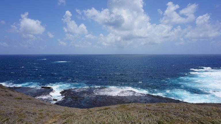 Mar de Fora. O azul profundo em vez do verde-esmeralda do Mar de Dentro.