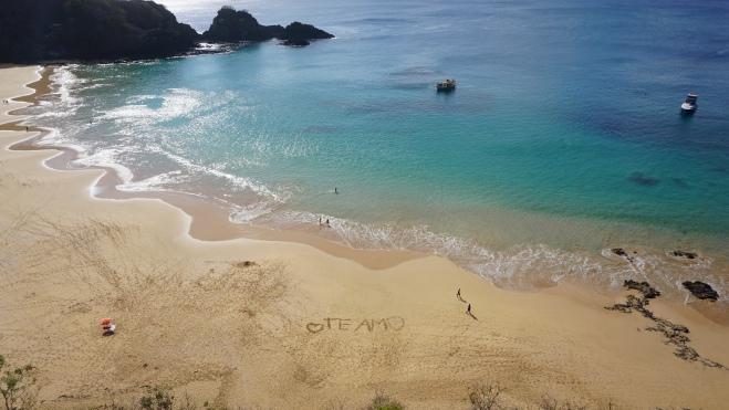 Praia da Baía do Sancho.
