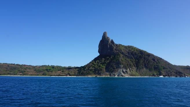 Dedo de Deus. A referência natural da ilha.